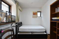 ベッド下には収納があります。(303号室)(2019-05-27,専有部,ROOM,3F)