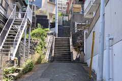 各線・保土ヶ谷駅に向かう道の様子。坂道で階段が多いです。(2019-05-27,共用部,ENVIRONMENT,1F)