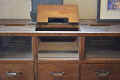 靴箱の様子。靴箱の上部は郵便物を入れることができます。(2016-09-30,周辺環境,ENTRANCE,1F)