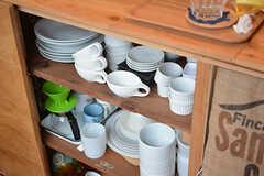 カウンターテーブルの下は共用の食器が収納されています。(2016-09-30,共用部,KITCHEN,1F)