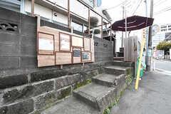 シェアカフェの玄関は、階段を上がった先です。(2016-09-30,共用部,OTHER,1F)