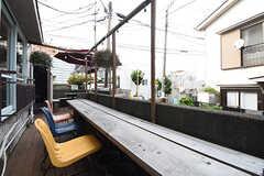 テラス席にはカウンターテーブルが用意されています。(2016-09-30,共用部,OTHER,1F)