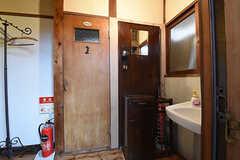 シェアカフェの玄関正面がウォシュレット付きトイレです。(2016-09-30,共用部,OTHER,1F)