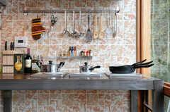 キッチンの様子2。IHコンロが3つあります。(2011-11-28,共用部,KITCHEN,3F)