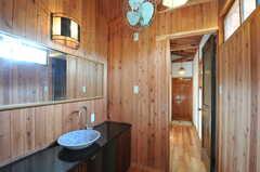 バスルーム側から脱衣室を見た様子。(2011-10-25,共用部,BATH,4F)