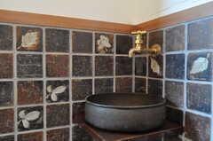 トイレのタイルは葉っぱ柄。(2011-10-25,共用部,TOILET,4F)