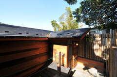 中庭から見た、住居棟の入り口の様子。(2011-10-25,共用部,OTHER,3F)