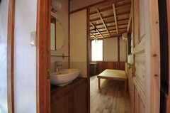専有部の様子。全室に洗面台が付いています。(203号室)(2011-10-25,専有部,ROOM,2F)