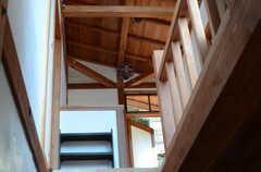 階段を見上げてみました。中庭への出口が見えます。(2011-10-25,共用部,OTHER,2F)