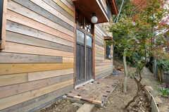 住居棟の玄関の様子。(2011-10-25,周辺環境,ENTRANCE,1F)