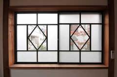 窓からは紅葉が楽しめます。(102号室)(2011-11-28,専有部,ROOM,1F)
