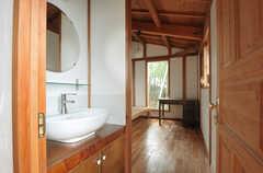 専有部の洗面台の様子。(202号室)(2011-11-28,専有部,ROOM,2F)