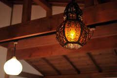 照明はレールがあるので、自由に取り付け変えられるのだそう。※備品は入居者さんの私物です。(301号室)(2011-11-28,専有部,ROOM,3F)