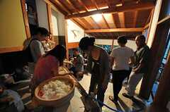 流しそうめんイベントの様子。(2011-07-30,共用部,PARTY,4F)