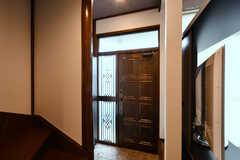 内部から見た玄関まわりの様子。(2020-06-22,周辺環境,ENTRANCE,1F)