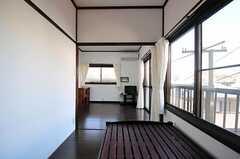 ベッド側から見た専有部の様子。(202号室)(2012-08-24,専有部,ROOM,2F)