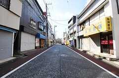 京浜急行電鉄本線・南太田駅からシェアハウスへ向かう道の様子。(2012-08-24,共用部,ENVIRONMENT,1F)