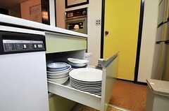 食器は引き出しに収納。(2011-01-25,共用部,KITCHEN,1F)