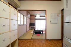キッチン側から見たリビングの様子。(2015-06-10,共用部,KITCHEN,1F)