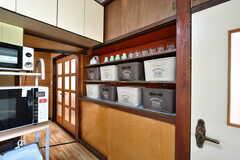 各部屋ごとに食材などをしまっておけるボックスが用意されています。(2017-05-31,共用部,KITCHEN,1F)