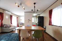 廊下側から見たリビング全体の様子。(2012-09-07,共用部,LIVINGROOM,2F)