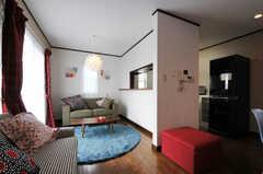 ソファエリアとキッチン周辺の様子。(2012-09-07,共用部,LIVINGROOM,2F)