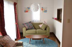 座り心地の良さそうなソファ。(2012-09-07,共用部,LIVINGROOM,2F)