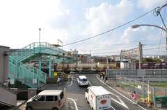 ベランダからの景色。東海道線の線路が近いです。遮断機の音や電車の音については現地で確認を。(204号室)(2012-09-07,専有部,ROOM,2F)