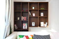 共用の本棚の様子。ラインナップはもっと増えていく予定だそうです。(2016-11-09,共用部,LIVINGROOM,1F)