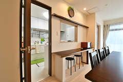 カウンターテーブルの裏側がキッチンです。(2016-11-09,共用部,LIVINGROOM,1F)