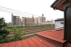 窓からは線路が見えます。(202号室)(2013-09-26,専有部,ROOM,2F)