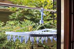 窓の外に洗濯物が干せます。(102号室)(2014-07-07,専有部,ROOM,1F)