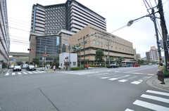 大通りの様子。病院があります。(2014-07-07,共用部,ENVIRONMENT,1F)