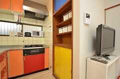 各部屋ごとに使える収納棚の様子。(2015-10-21,共用部,KITCHEN,1F)