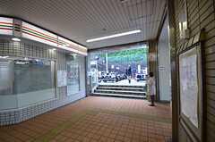 京急・弘明寺の改札を出て、駅直結の階段を使うと近道です。(2015-10-21,共用部,ENVIRONMENT,1F)