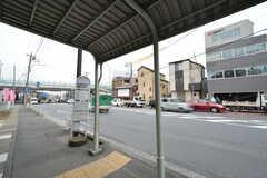 シェアハウス周辺のバス停の様子。バスは上星川駅経由、横浜駅終点です。(2016-03-16,共用部,ENVIRONMENT,1F)