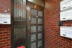 玄関ドアの様子。(2020-07-21,周辺環境,ENTRANCE,1F)