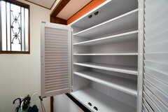 靴箱の様子。部屋ごとに収納場所が決まっています。(2020-07-21,周辺環境,ENTRANCE,1F)