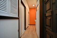 廊下の様子。すぐ左手にリビングがあります。(2020-07-21,共用部,OTHER,1F)