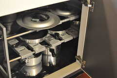 シンク下に調理器具が収納されています。(2012-09-14,共用部,KITCHEN,1F)