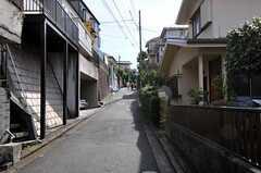 東急東横線・白楽駅からシェアハウスへ向かう道の様子。(2010-11-02,共用部,ENVIRONMENT,1F)