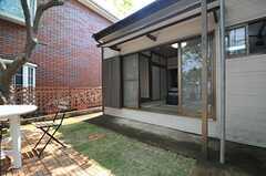 中庭に直接出ることができます。(103号室)(2014-04-24,専有部,ROOM,1F)