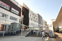 各線・戸塚駅の駅ビルの様子2。24時まで営業しているスーパーがあります。(2013-09-18,共用部,ENVIRONMENT,1F)