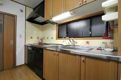 キッチンの様子。コンロ下の食洗機は使用できます。(2014-01-14,共用部,KITCHEN,1F)