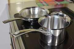 キラキラと輝く調理器具は、ちょっとお高めな雰囲気。(2014-01-14,共用部,KITCHEN,1F)