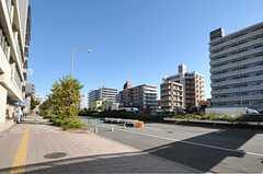 京急本線・神奈川新町駅前の様子。(2013-10-20,共用部,ENVIRONMENT,1F)