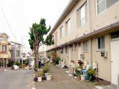 シェアハウス入り口前の様子。(2007-11-28,共用部,OTHER,1F)