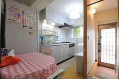 ダイニングの隣はキッチンです、(2014-05-26,共用部,LIVINGROOM,1F)