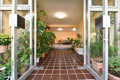 シェアハウスの正面玄関。(2016-10-20,周辺環境,ENTRANCE,1F)