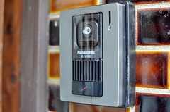 カメラ付きインターホンの様子。(2011-11-21,周辺環境,ENTRANCE,1F)